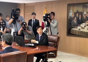 """[포토]이주열 """"기준금리 주요 변수, 대외리스크…중동 사태 지켜봐야"""""""