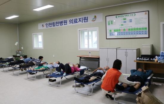 인천힘찬병원 찾아가는 진료 물리치료 현장 (사진 = 힘찬병원 제공)