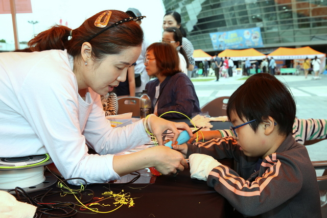 사회적경제 나눔 장터에 참석한 시민들 모습. (사진 = 경륜경정총괄본부)