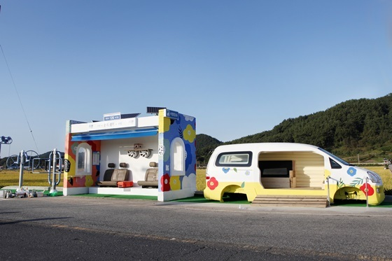 충남 서천군 화양면 봉명리 버스정류장 환경 개선 활동 빌드 스테이션 (사진 = 현대차)