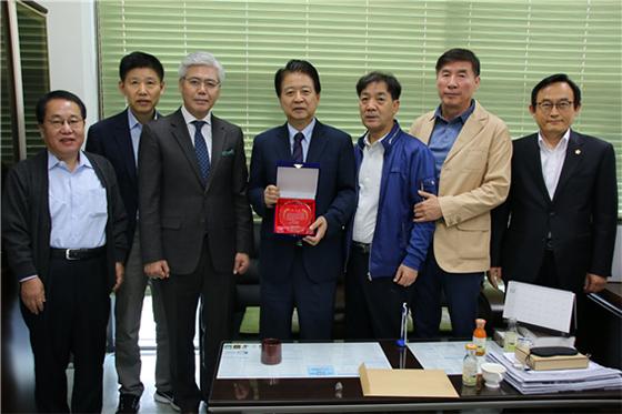 [NSP PHOTO]노웅래 의원, 도화 상인회 KT화재보상 감사패 수여