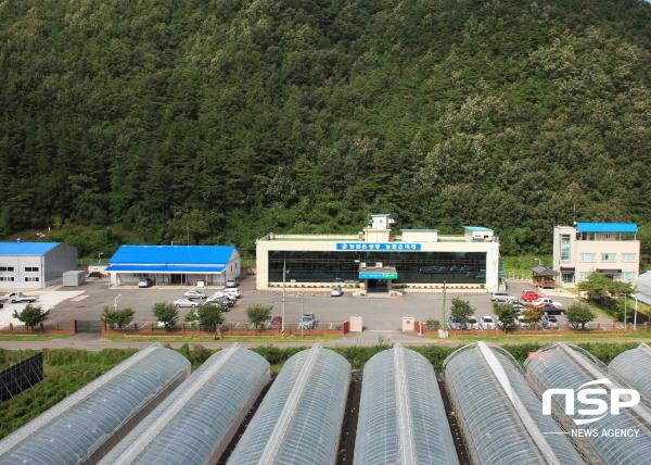 영양군농업기술센터 임대사업소에서는 가을철 임대성수기를 맞아 토요일에도 농기계를 임대할 수 있도록 비상근무를 실시한다고 밝혔다. (사진 = 영양군)