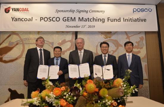 왼쪽부터 라인홀트 슈미트(Reinhold Schmidt) 얀콜 CEO, 후춘 왕(Fucun Wang) 얀콜 부회장, 로스 켈리(Ross Kelly) 클론타프(Clontarf) 재단 이사장, 최정우 포스코 회장, 강성욱 포스코 원료1실장 (사진 = 포스코 제공)