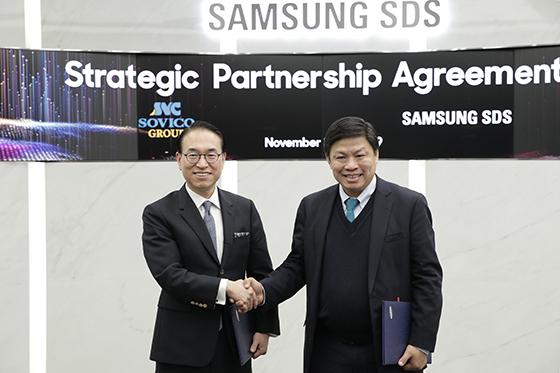 삼성SDS 홍원표 대표이사(사진 왼쪽)와 소비코 그룹 응웬 탄 훙(Nguyen Thanh Hung) 회장(사진 오른쪽)이 지난주 삼성SDS 잠실캠퍼스에서 디지털 트랜스포메이션 지원 및 물류 혁신을 위한 사업협약을 체결하고, 워크숍을 진행하며 양사 협력 분야를 집중 논의했다. (사진 = 삼성SDS)