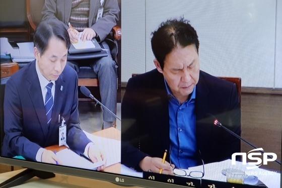 공원조성과장(왼쪽), 강웅철 용인시의회 도시건설위원장. (사진 = 김병관 기자)
