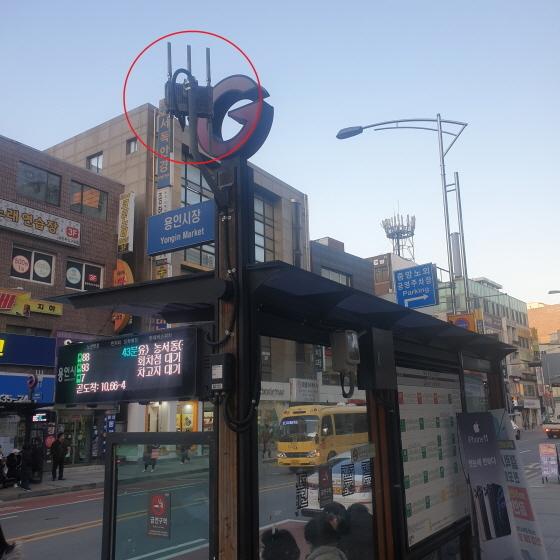 용인시에서 버스정류장에 설치한 와이파이 중계장치 모습. (사진 = 용인시)