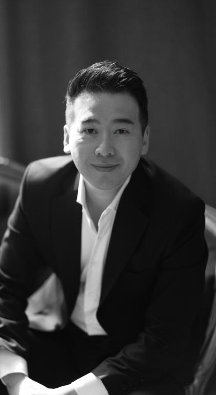 한양대 겸임교수와 함께 한국과 유럽 주요 극장 게스트 가수로 활동 중인 테너 허영훈. (사진 = 경기도문화의전당)