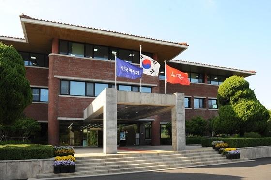 한국마사회 본관 (사진 = 한국마사회)