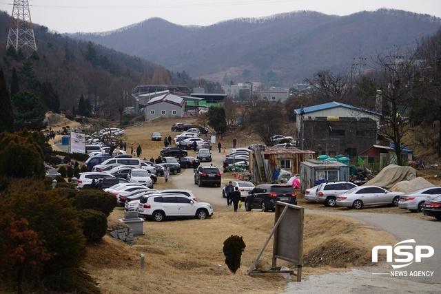 서울공원묘지를 방문한 성묘객들. (사진 = 김병관 기자)