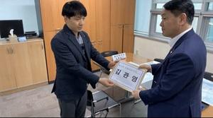 [포토]김관영 국회의원, 21대 총선 군산시 예비후보 등록