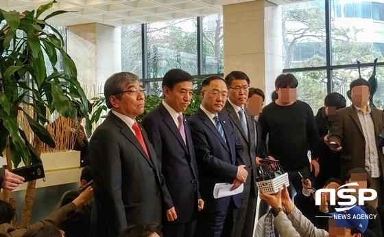 (왼쪽부터) 윤석헌 금감원장, 이주열 한은 총재, 홍남기 부총리, 은성수 금융위원장