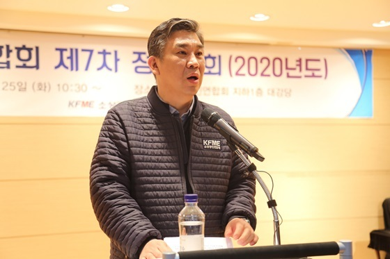 최승재 소상공인연합회장이 25일 회장 직 사퇴를 전격 발표하고 있다. (사진 = 소상공인연합회)