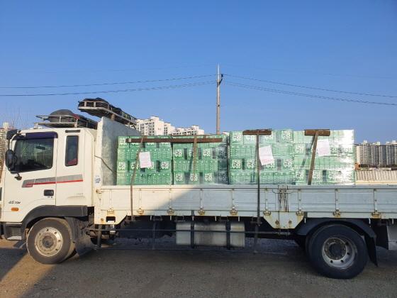 26일 오산시 마을기업 잔다리마을공동체 농업법인이 대구시에 기부한 초록콩두유. (사진 = 오산시)
