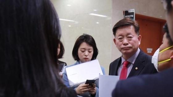 김명연 의원이 안산시 선거구가 3개로 통폐합되는 획정안이 국회로 제출된 직후 기자회견을 통해 즉각 철회할 것을 강력히 요구했다. (사진 = 의원실)