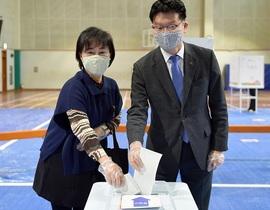 [NSP PHOTO]김정섭 공주시장, 4·15 총선 사전투표 실시