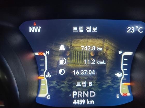 총 742.8km를 16시간 37분 4초 동안 시승한 후 체크한 실제 복합연비 11.2km/ℓ 기록