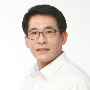 제8대 용인시의회 후반기 의장으로 선출된 김기준 의원. (사진 = 용인시의회)