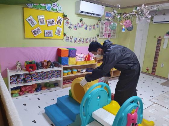 안산시가 코로나19 예방을 위해 관내 모든 어린이집과 유치원의 방역을 강화한다. (사진 = 안산시)