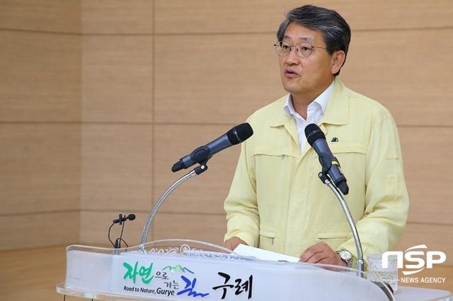 취임 2주년을 맞은 김순호 구례군수는 1일 군청 대회의실에서 기자회견을 열고 지난 2년간의 성과와 앞으로의 군정 방향을 밝히고 있다. (사진 = 구례군)