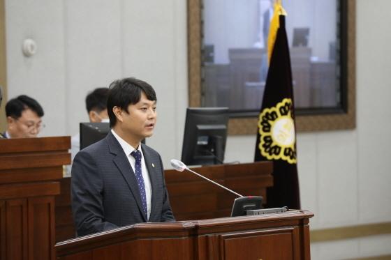 1일 신임 의장으로 선출된 조석환 의원이 발언을 하고 있다. (사진 = 수원시의회)