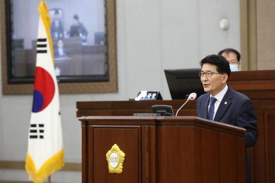 1일 신임 부의장으로 선출된 김기정 의원이 발언을 하고 있다. (사진 = 수원시의회)