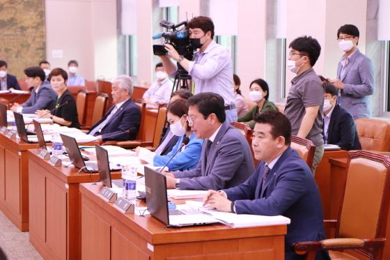 김승원 국회의원(오른쪽 두번째)이 발언을 하고 있다. (사진 = 김승원 국회의원 사무실)