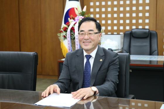 성남시의회 제8대 후반기 윤창근 의장. (사진 = 성남시의회)