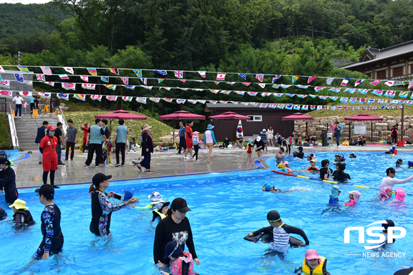 경주 화랑마을 수영장 운영 모습. (사진 = 경주시)