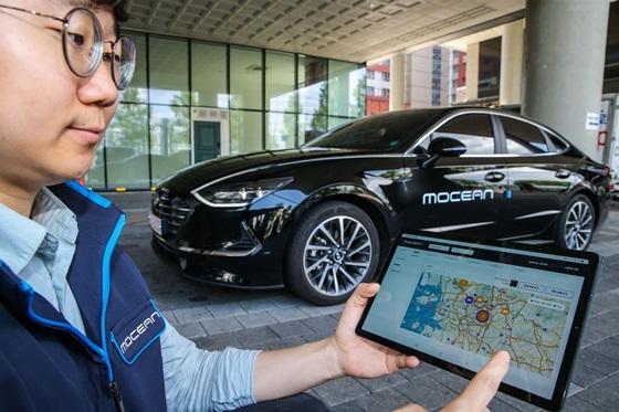 사진은 현대차그룹 모빌리티 전문기업 모션(Mocean) 직원이 자사의 모션 스마트 솔루션을 활용, 플릿 차량을 실시간으로 모니터링 하고 있는 모습. (사진 = 현대차)