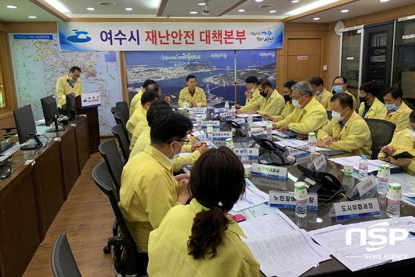 여수시청 재난안전상황실에서 자연재난 대비와 대응을 위한 13개 협업기능 부서회의를 개최하고 있다. (사진 = 여수시)