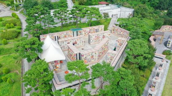 안산시가 추석연휴기간 동안 관내 공설공원묘지 16곳의 운영을 중단하고 온라인 추모·성묘서비스를 제공한다. (사진 = 안산시)
