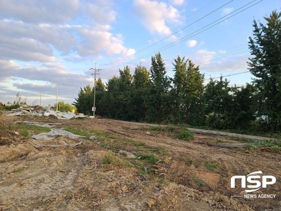 고양시 장항동 샛강 인근 폐기물이 불법 매립된 것으로 지목된 토지 현재 모습 (사진 = 강은태 기자)