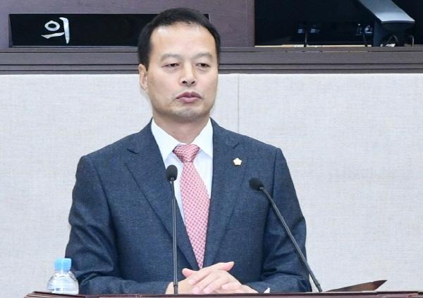 여수시의회 송하진 의원이 발언하고 있다. (사진 = 여수시의회)