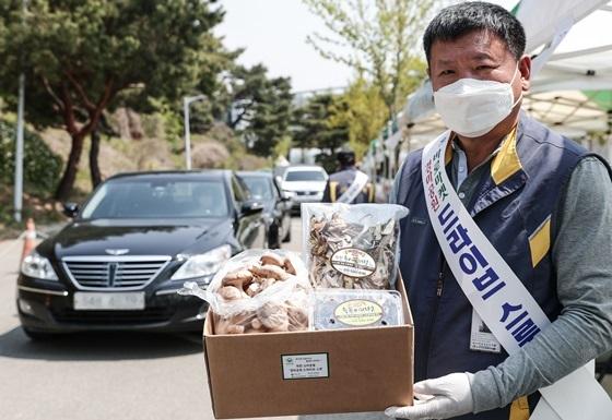 드라이브스루에서 다시 정상영업으로 복귀하는 바로마켓 (사진 = 한국마사회)