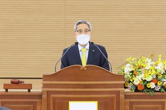 20일 개최된 2020년 임시주주총회에서 발언 중인 윤종규 KB금융 회장 (사진 = KB금융 제공)