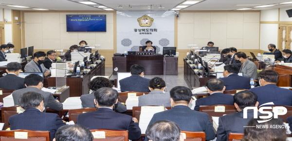 경상북도의회 교육위원회는 지난 24일과 25일 2일간에 걸쳐 상임위원회를 개최해, 경상북도교육감이 제출한 2021년도 본 예산안을 심사했다 (사진 = 경상북도의회)