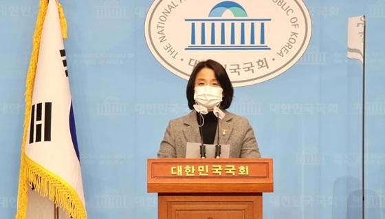 이은주 정의당 국회의원의 국회 소통관 기자회견 모습 (사진 = 정의당)
