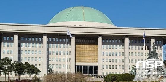 국회 본관 전경 (사진 = 강은태 기자)