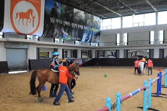 한국마사회 재활승마활동 모습 (사진 = 한국마사회)