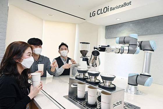 [NSP PHOTO]LG 클로이 바리스타봇, LG트윈타워에 떴다...