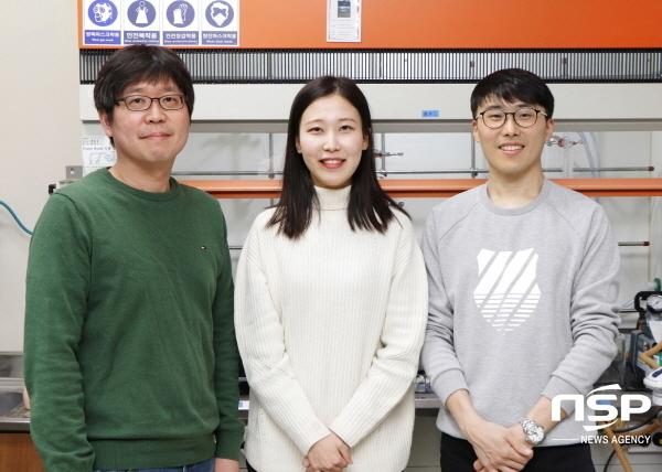 포스텍 연구팀(사진 왼쪽부터 노준석교수, 김민경씨, 이다솔씨) (사진 = 포스텍)