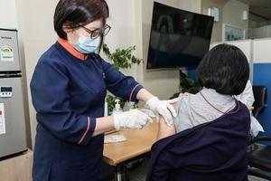 [NSP PHOTO]구례 1호 백신 접종자는... 구례요양병원 신숙경 간호부장
