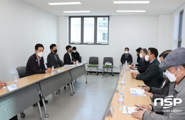 이강덕 포항시장은 5일 포항지진피해조사단 회의실에서 지진피해조사단 대표자들과 간담회를 개최했다 (사진 = 포항시)