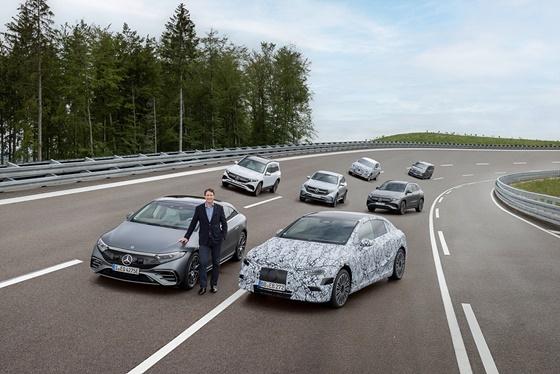 올라 칼레니우스 다임러 AG 및 메르세데스-벤츠 AG CEO와 메르세데스-EQ 패밀리 (사진 = 메르세데스-벤츠)